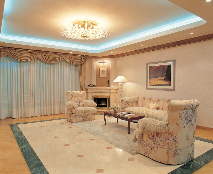 living room with cove lighting